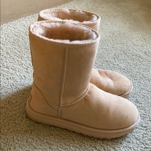 UGG Classic Short Boot in Light Pink Size 7